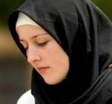 فتاة يهودية فاتنة تدخل الاسلام لسبب عجيب