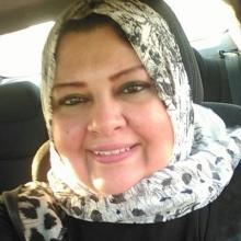الإعلامية مني أبوشنب